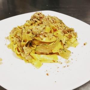 Homemade tagliatelle with fresh artichokes and walnuts