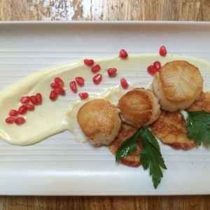 Scallops with cauliflower puree, pomegranate and crispy pancetta